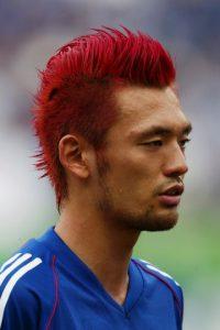 Durante el Mundial de 2002, el japonés llevó el cabello en puntas y en color rojo. Foto:Getty Images