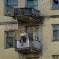 ¡¿Qué hace esa mujer sentada ahí?! Foto:Know Your Meme