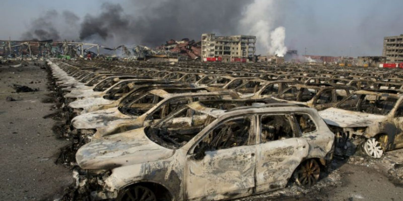 Así quedaron los automóviles que se encontraban en el puerto Foto:AFP