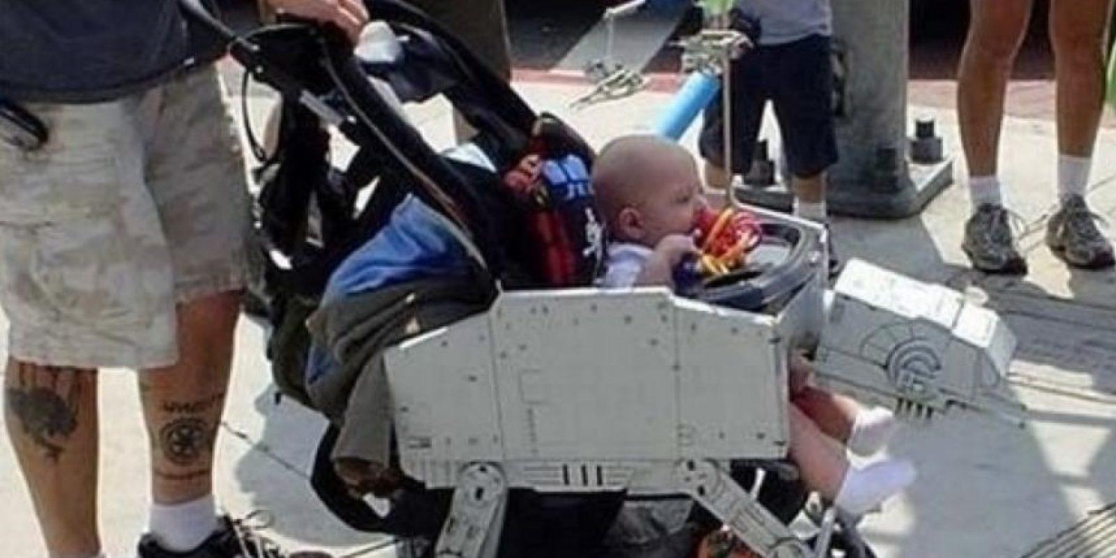 Este padre que construyó esta carroza. Foto:vía imgur