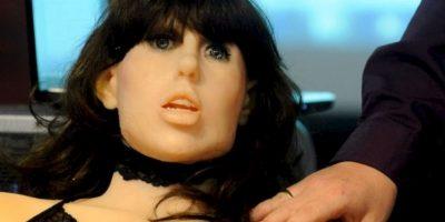 """La compañía Pew y Gigaom Research realizaron un reporte sobre el futuro de la tecnología. La investigación entrevistó a mil 900 expertos en robótica y lanzó la siguiente conclusión: """"En el año 2025, las parejas sexuales robóticas serán tan comunes como las selfies"""". Foto:vía Getty Images"""