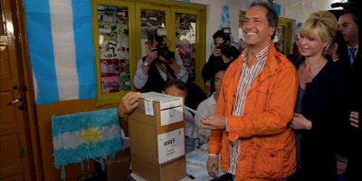 Debido a esto, el gobernador de la provincia de Buenos Aires decidió regresar este jueves a Argentina. Foto:Vía facebook.com/danielsciolioficial