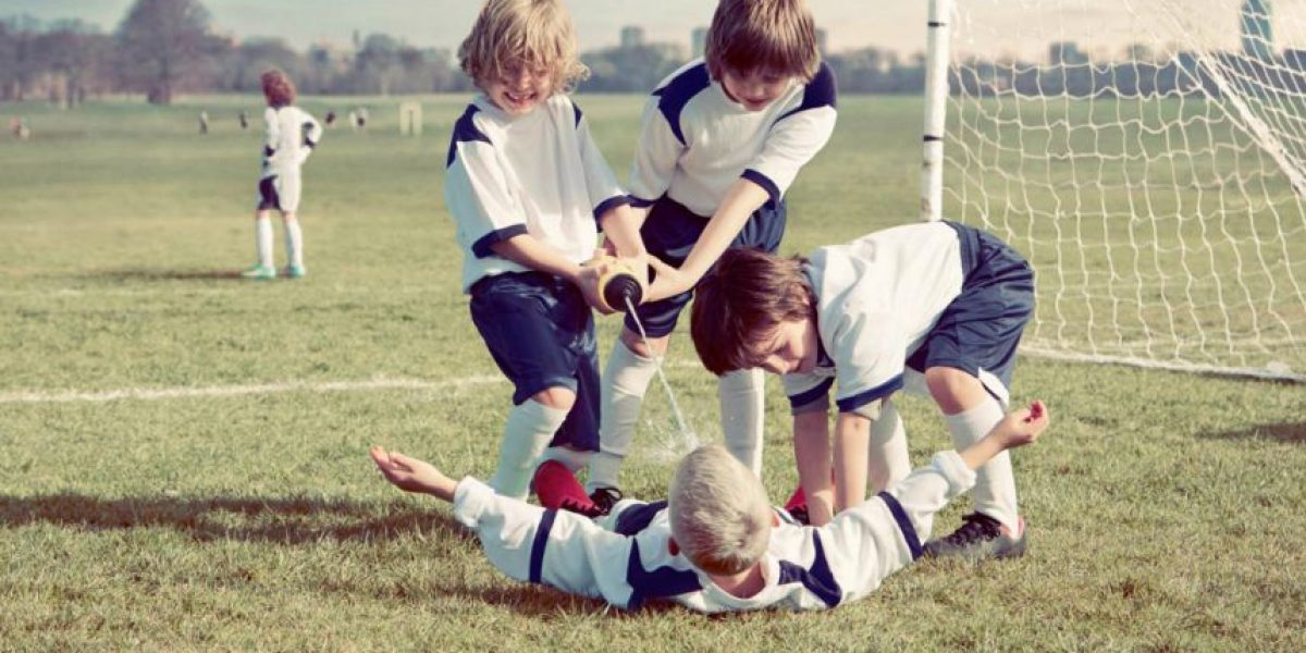 Fotos: Fotógrafo recrea con niños 9 postales inolvidables del fútbol