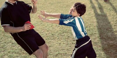 2. Paolo di Canio empuja a árbitro. Foto:georgelogan.co.uk