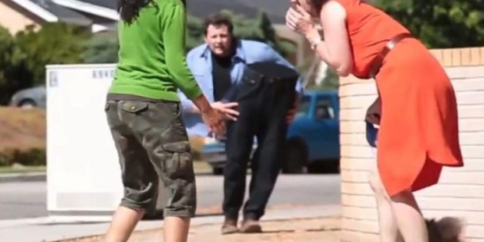 Él es el mago estadounidense Andy Gross. Foto:Vía Youtube/ walkingtalltogether