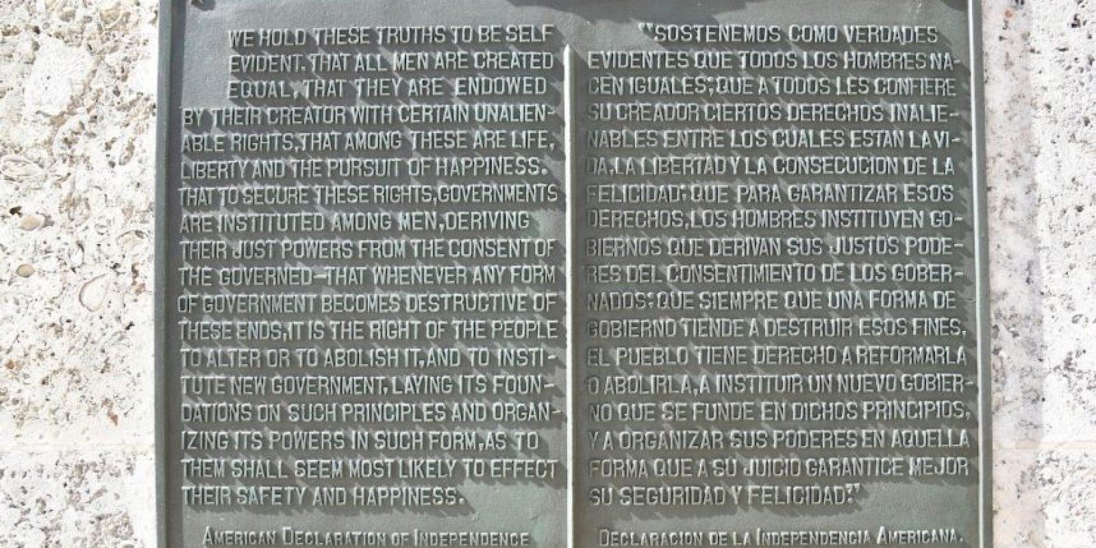 Una placa con la declaración de independencia de Estados Unidos ubicado en una de las paredes exteriores del edificio diplomático. Foto:AFP