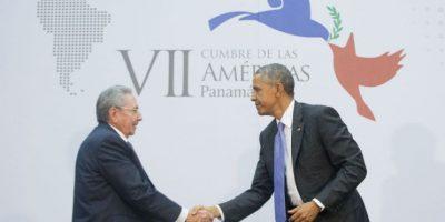 El 11 de abril ambos mandatarios se reúnen por primera en la Cumbre de las Américas, realizada en Panamá. Foto:AP