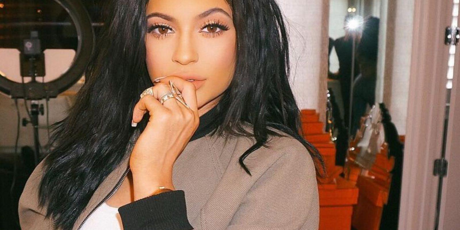 Así que, a donde sea que vaya Kylie, el experto la acompaña. Desde qué outfit usar, hasta qué posición tomar y en qué escenario se verá mejor, son los consejos que esta persona está obligada a darle Foto:Vía instagram.com/kyliejenner/