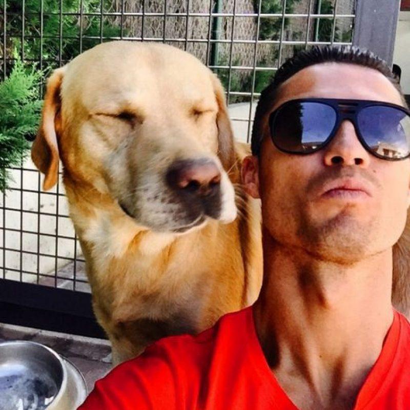 """También disfruta a su perro, """"Marosca"""". Foto:Vía instagram.com/Cristiano"""