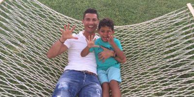 """Cristiano Ronaldo y su hijo se disfrazan de """"Transformers"""""""