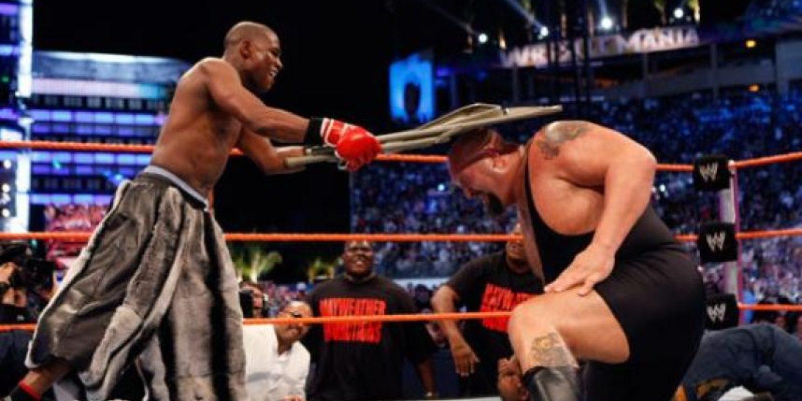 En 2005, el mejor boxeador libra por libra peleó con Big Show Foto:WWE