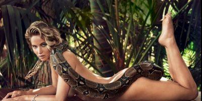Lawrence apareció desnuda y solamente acompañada de una boa constrictor que cubre gran parte de su cuerpo Foto:Vanity Fair