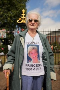 Aunque la Familia Real se negó a conceder un funeral de Estado, la presión del pueblo británico obligó a Buckingham a cambiar de parecer Foto:Getty Images