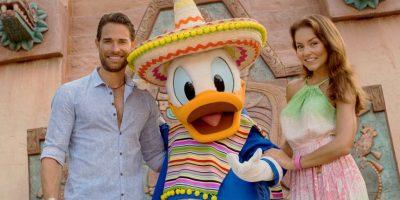 Angelique Boyer y Sebastián Rulli presumen su amor en Disney World