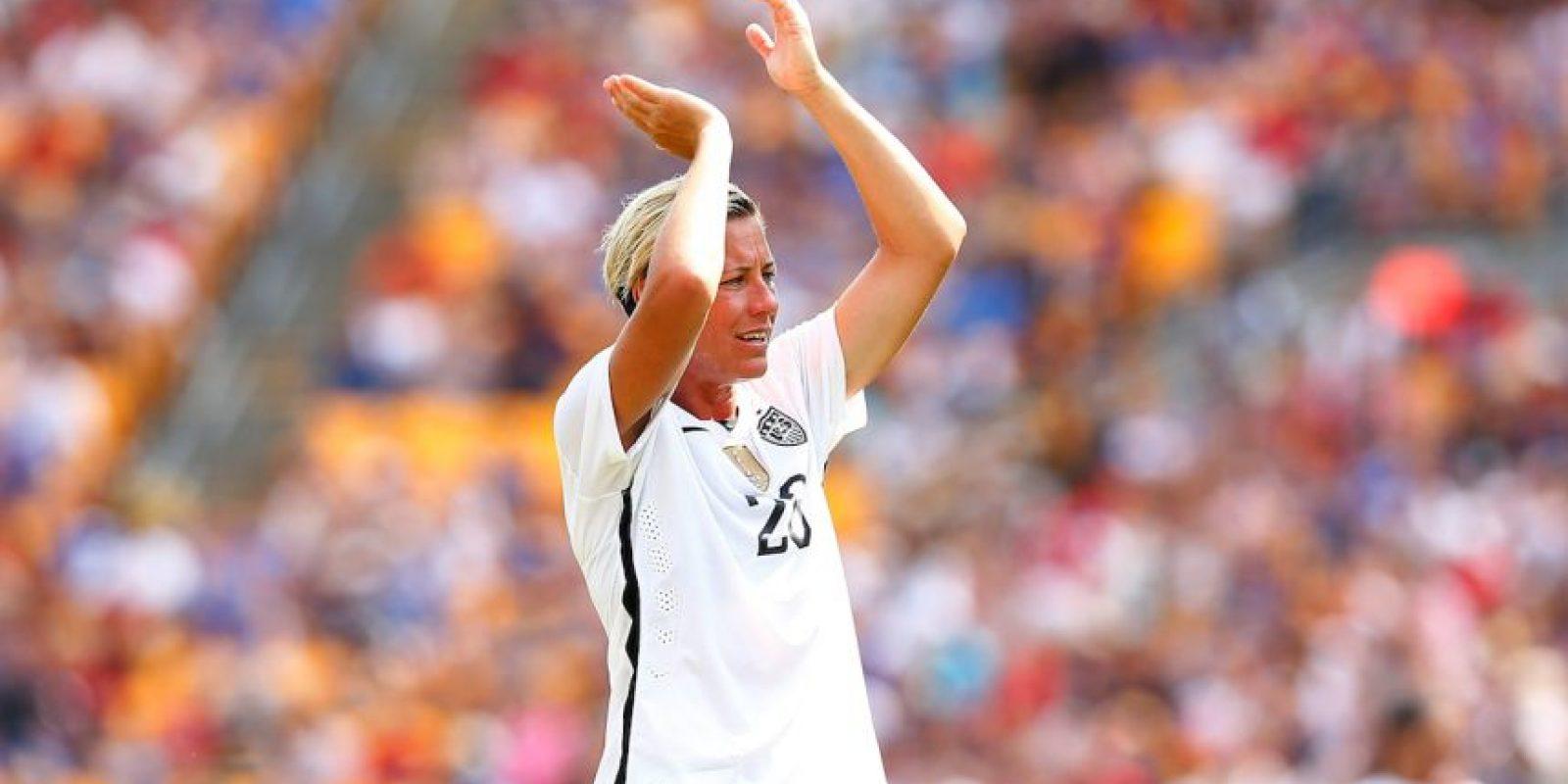 La máxima goleadora de las selecciones nacionales de la FIFA y Balón de Oro en 2012 es abiertamente lesbiana y está casada con la también futbolista, Sara Huffman, desde 2013. Foto:Getty Images