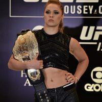 En noviembre de 2012 se integró a la UFC. Rousey compite en la categoría de Peso Gallos de Mujeres de la UFC, de la cual es la vigente campeona. Foto:Getty Images