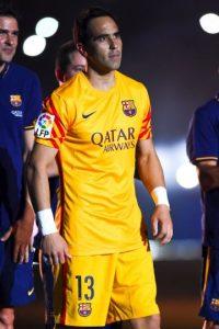 Claudio Bravo, portero chileno del Barcelona, llegó al club en agosto de 2014. Foto:Getty Images