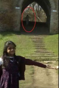 En dicha fotografía aparecen dos pequeños, Mayrian Islam (11) y Ryhan Kaliq (7) Foto:Vía Yorkeshire