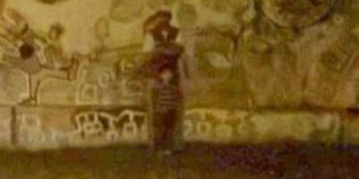 """9. Una imagen captada en el cementerio de Jesús María en Córdoba, Argentina, ha impactado a los pobladores, pues mencionan que se puede apreciar a un supuesto """"niño fantasma"""". Algunos vecinos del cementerio aseguran haber visto y escuchado a este """"niño"""" cada medianoche llamando a sus padres. Foto:Vía Informados Diario"""