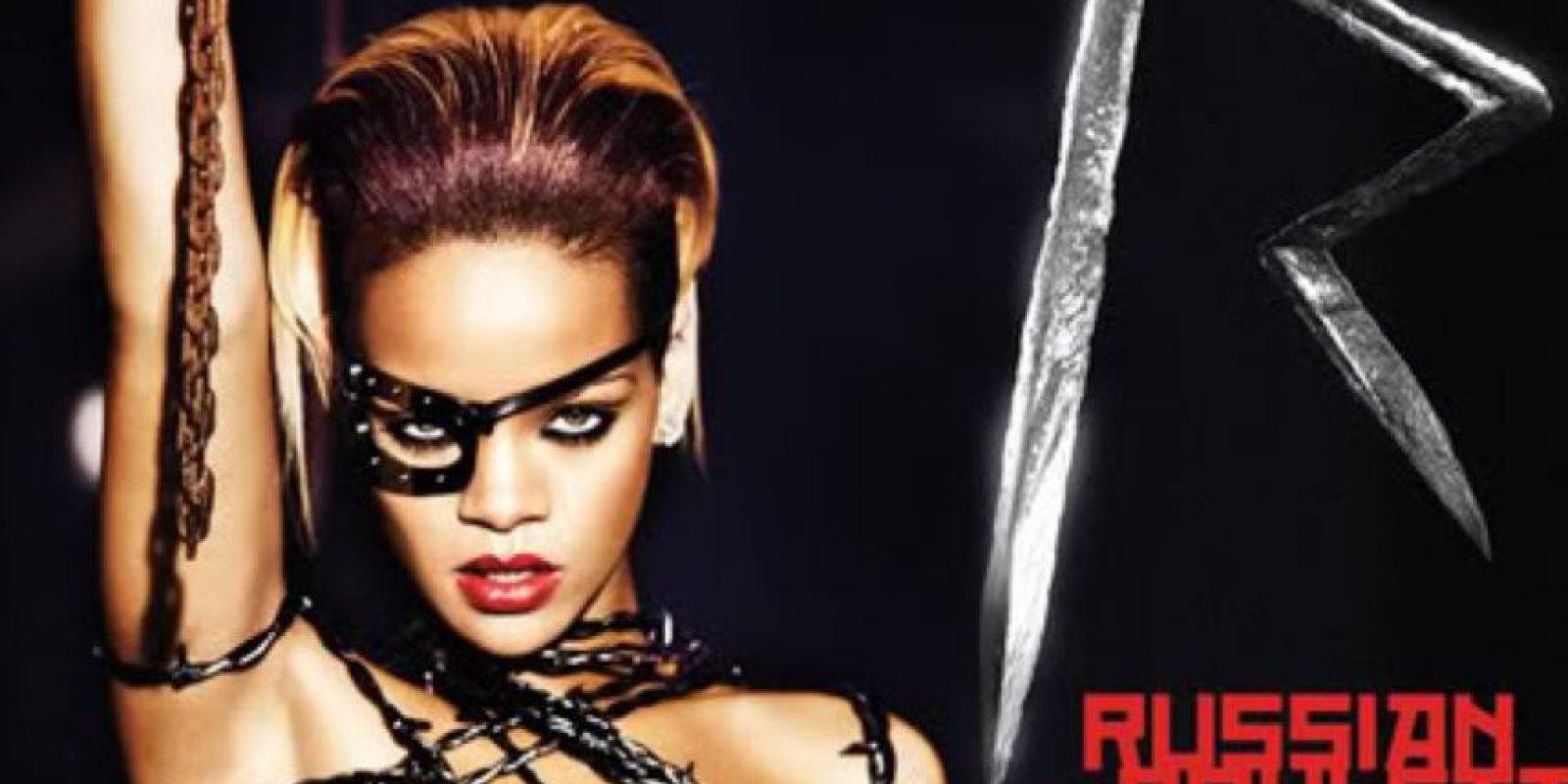 """Rihanna, según el sitio """"IlluminatiRex.com"""", tiene varios símbolos Illuminati en sus álbums. Foto:vía Coveralia"""