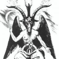 Y por eso, transgrede los símbolos, pero en realidad adora a Satán, afirman en sitios de rumorología de Internet. Foto:vía Wikipedia