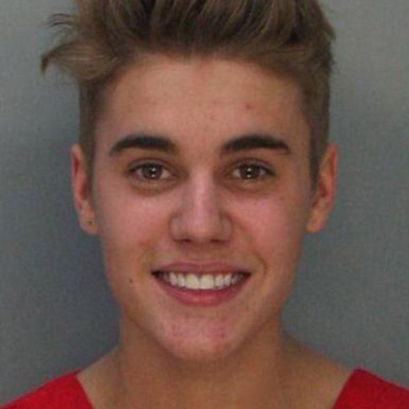Tienen teorías más retorcidas: afirman que el verdadero Bieber murió en un accidente de auto y que lo reemplazó alguien idéntico. Foto:vía Getty Images