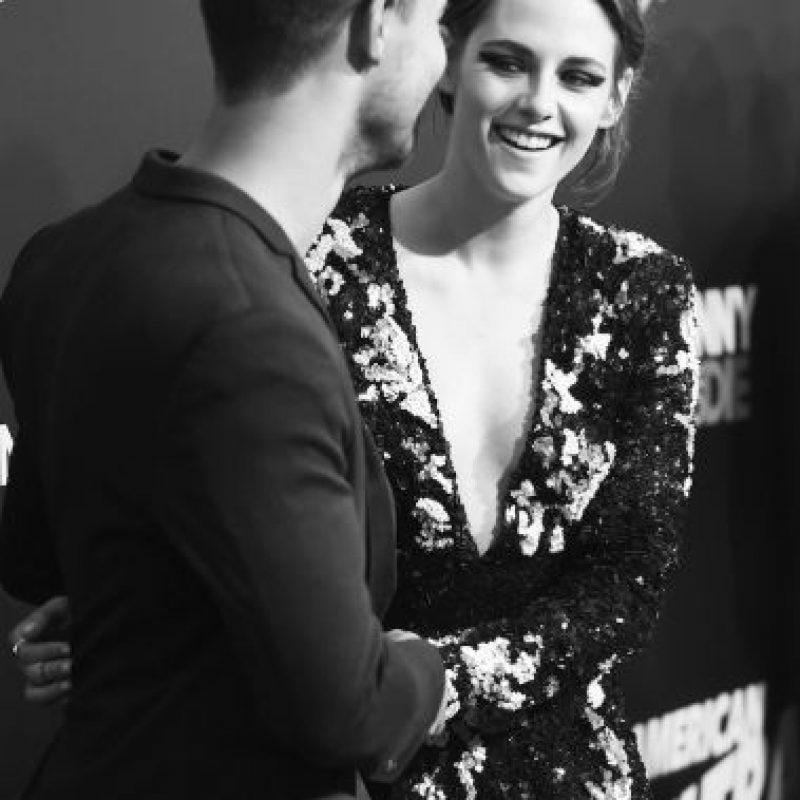 La actriz lució muy sonriente al ver a Taylor Lautner en el lugar. Foto:Getty Images