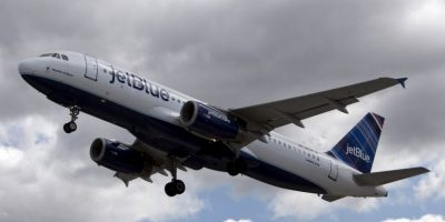 Cuba y Estados Unidos estudian reabrir vuelos comerciales a finales de este año