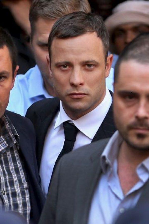 Fue en la noche de ese día, cuando Pistorius disparó en cuatro ocasiones contra la puerta del baño de su casa, lugar donde se encontraba su pareja. Foto:Getty Images