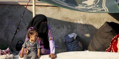 Padres compran a sus hijas para rescatarlas del Estado Islámico