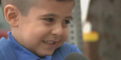 Video: Reportera entrevista a niño en su primer día de escuela y lo hace llorar