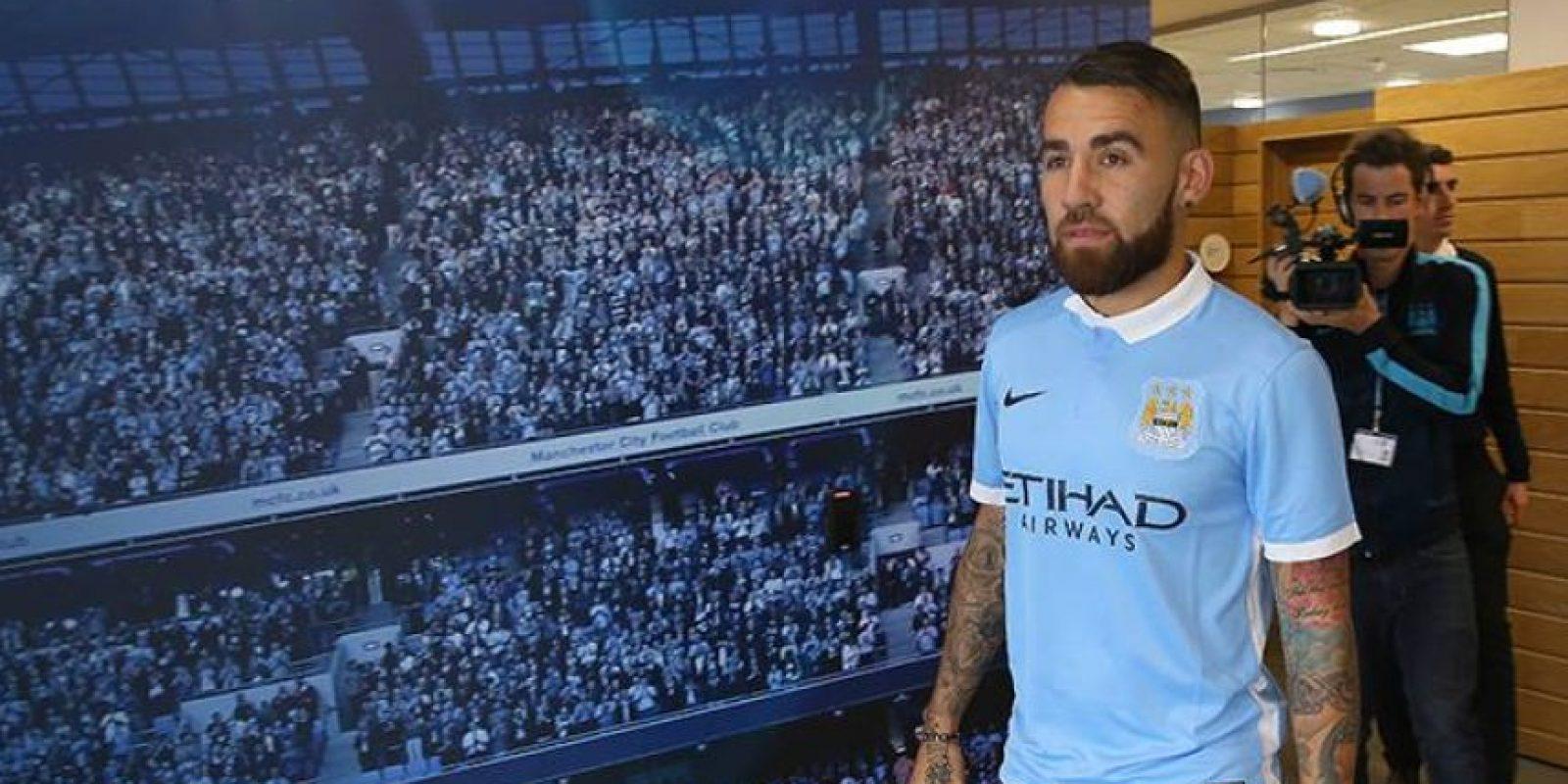 Dejó el Valencia para fichar por el Manchester City. Foto:Vía facebook.com/mcfcofficial