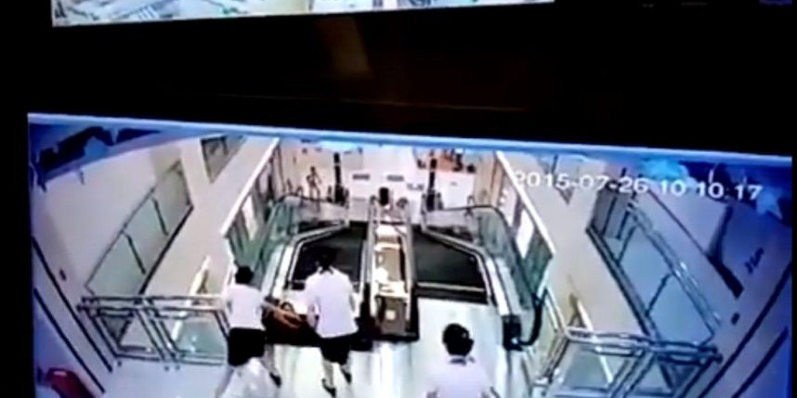 La mujer que falleció en las escaleras eléctricas fue considerada un ejemplo de maternidad, por salvar a su hijo de dos años. Foto:YouTube-Archivo