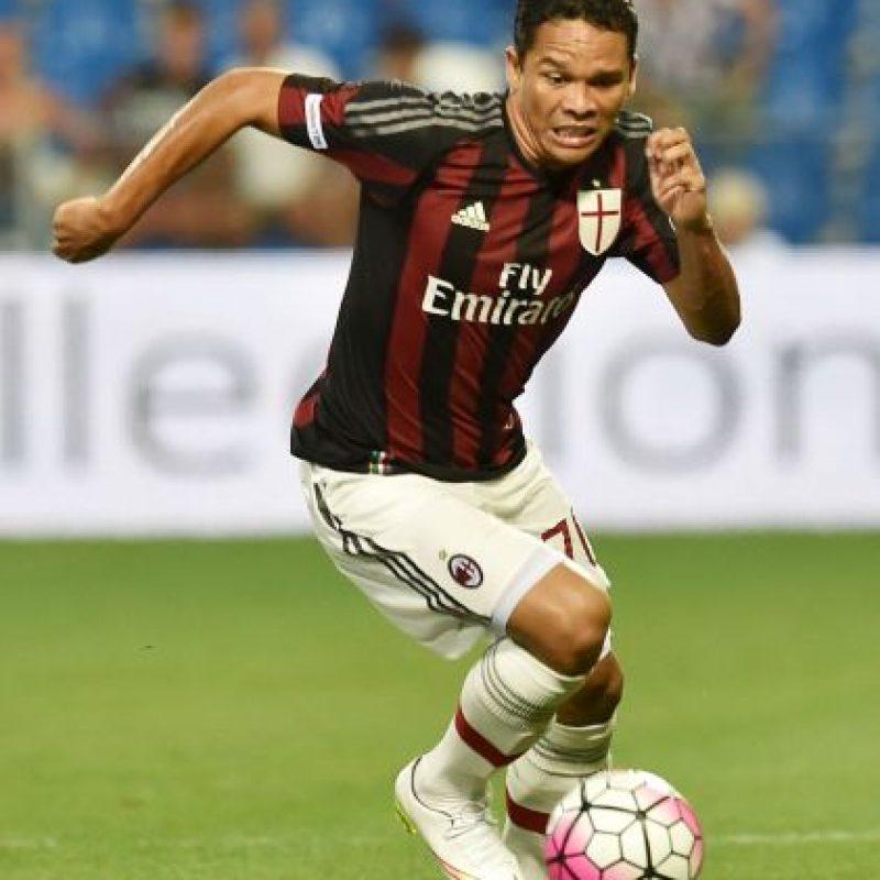 El colombiano salió del Sevilla para vestir la camiseta del Milán. Foto:Getty Images