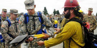 El Departamento de Defensa de Estados Unidos envió más de dos mil soldados en servicio activo para combatir los incendios en la región. Foto:AFP