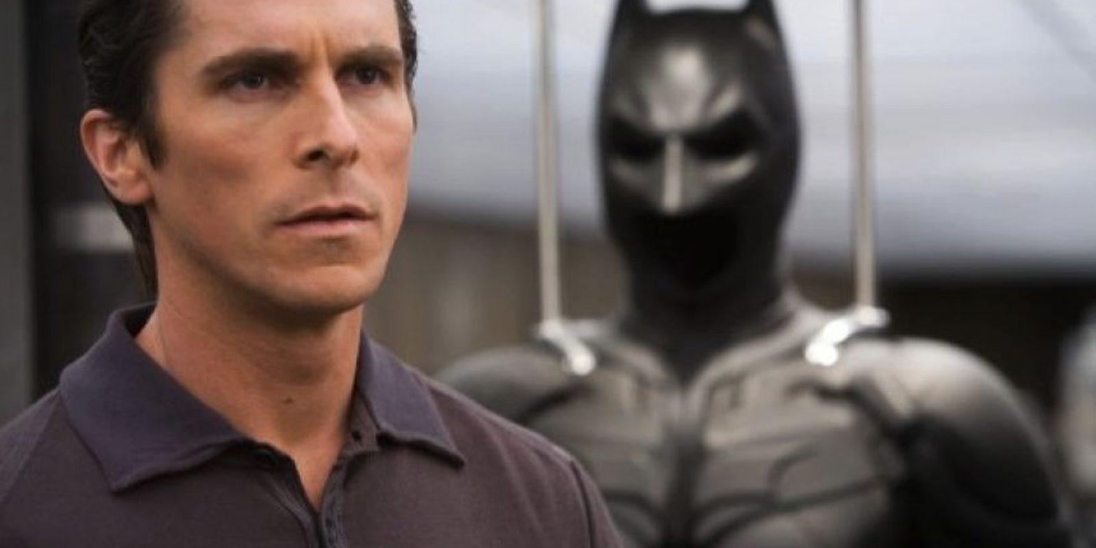 """""""Bruce Wayne"""", el atormentado empresario que salva al mundo vestido de murciélago pasó a ser """"Bruno Díaz"""". Foto:IMDB"""