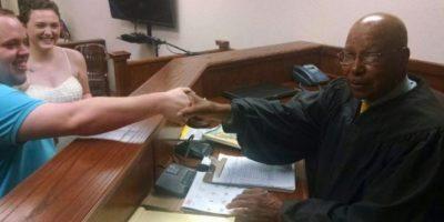 Actriz de cine para adultos se desnudó frente a un juez en la Corte