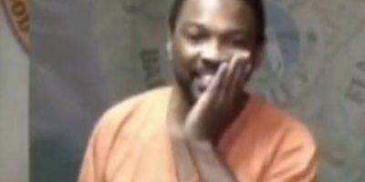 """Al momento en el que el hombre entró a la corte la jueza lo reconoció y le preguntó si había ido a la misma secundaria. """"¡Oh Dios mío, oh Dios mío!"""", dijo Booth, quien lloró y se cubrió la cabeza. Foto:YouTube – Archivo"""