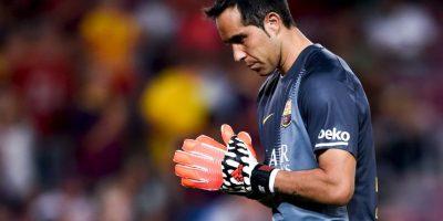 """El arquero chileno tuvo una gran campaña debut con el Barça: ganó el trofeo """"Zamora""""por ser el portero menos goleado de La Liga y su promedio de goles encajados en el Barcelona es de sólo 0.51 por partido. Foto:Getty Images"""