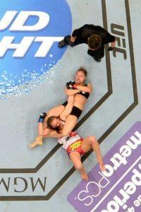 8-0 vs. Miesha Tate en UFC 168. Foto:Getty Images