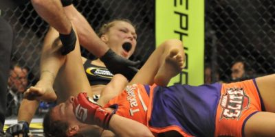 5-0 vs. Miesha Tate en Strikeforce: Tate vs. Rousey. Foto:Getty Images