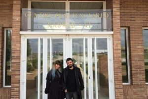 Es una cárcel en la que los presos pueden recibir a sus familias y hay espacios diseñados para la convivencia Foto:Twitter.com/ Natxolopez