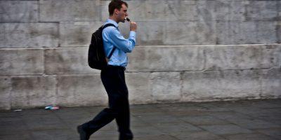 """La experta añadió: """"A pesar de que caminar tuvo el mayor impacto, cualquier forma de distracción, incluyendo comer en nuestros escritorios puede conducir al aumento de peso"""". Foto:Getty Images"""