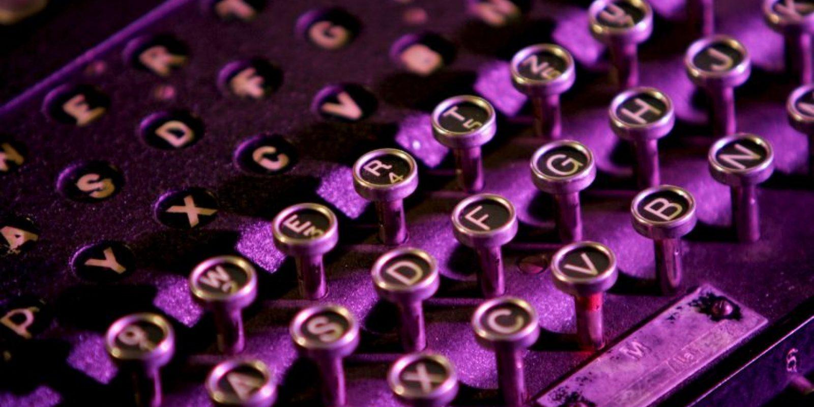 Es una máquina de escribir que dispone de un mecanismo de cifrado rotatorio usado para cifrar y descifrar mensajes. Fue usada por las fuerzas militares de Alemania a partir de 1930 y por el bando sublevado en la Guerra Civil española. Foto:Getty Images