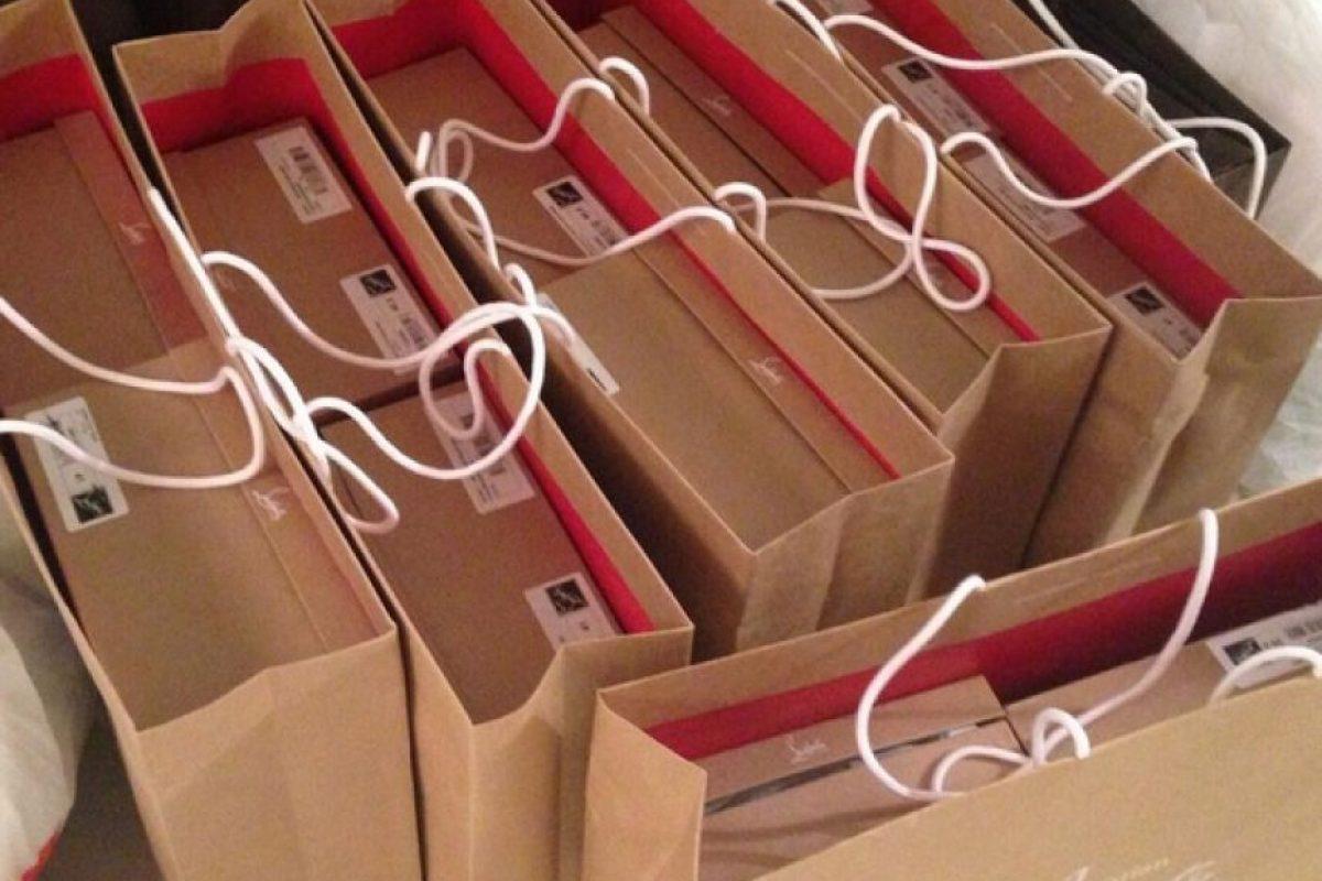 Suele irse de compras y adquirir hasta 20 pares que usa sólo una vez y luego, los regala. Foto:Vía instagram.com/floydmayweather