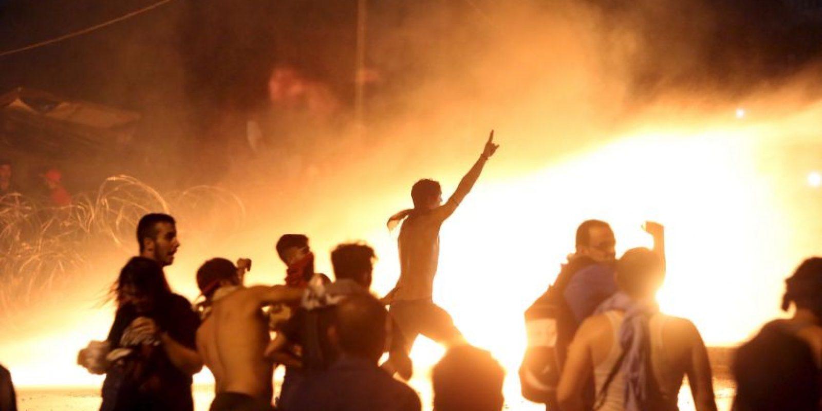 Los manifestantes respondieron a los ataques. Foto:AFP