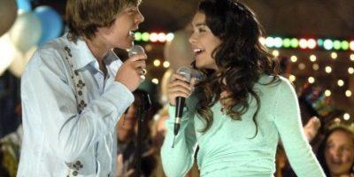 """En 2006, Zac Efron protagonizó la cinta """"High School Musical"""" junto a Vanessa Hudgens… Foto:IMDB"""