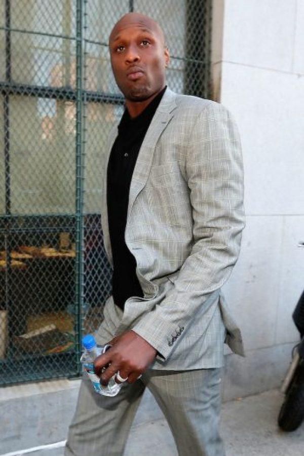 Mide poco más de dos metros de altura y es un jugador de la NBA Foto:Getty Images