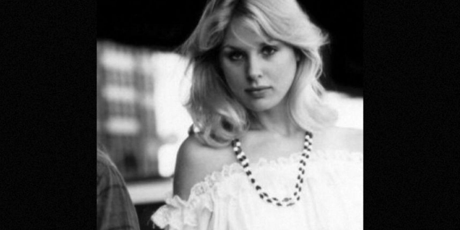 Dorothy Stratten fue una conejita Playboy cuyo celoso marido la ató a una silla sexual. Luego le dio varios tiros en la cabeza que le desparramaron el cerebro. Foto:Wikimedia