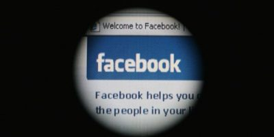 """4- Revisan cada cinco minutos si tienen algún comentario, mensaje o """"me gusta"""". Foto:Getty Images"""